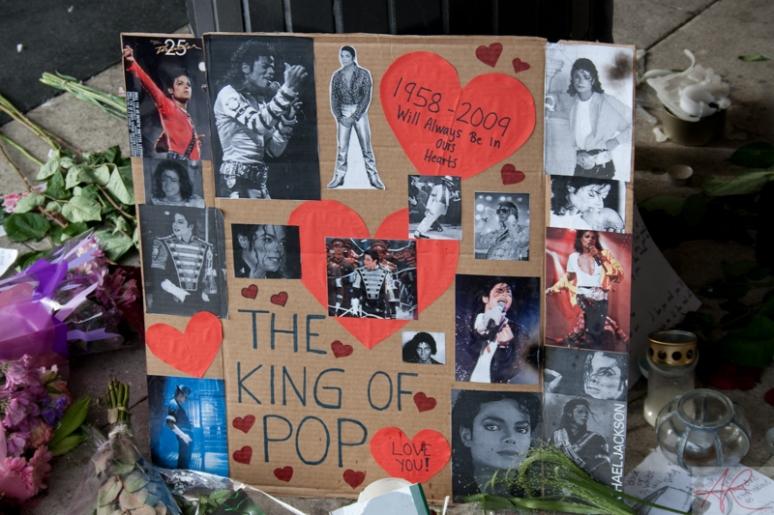 20090708.1841.07-Michael_Jackson_memorial-Sergelstorg
